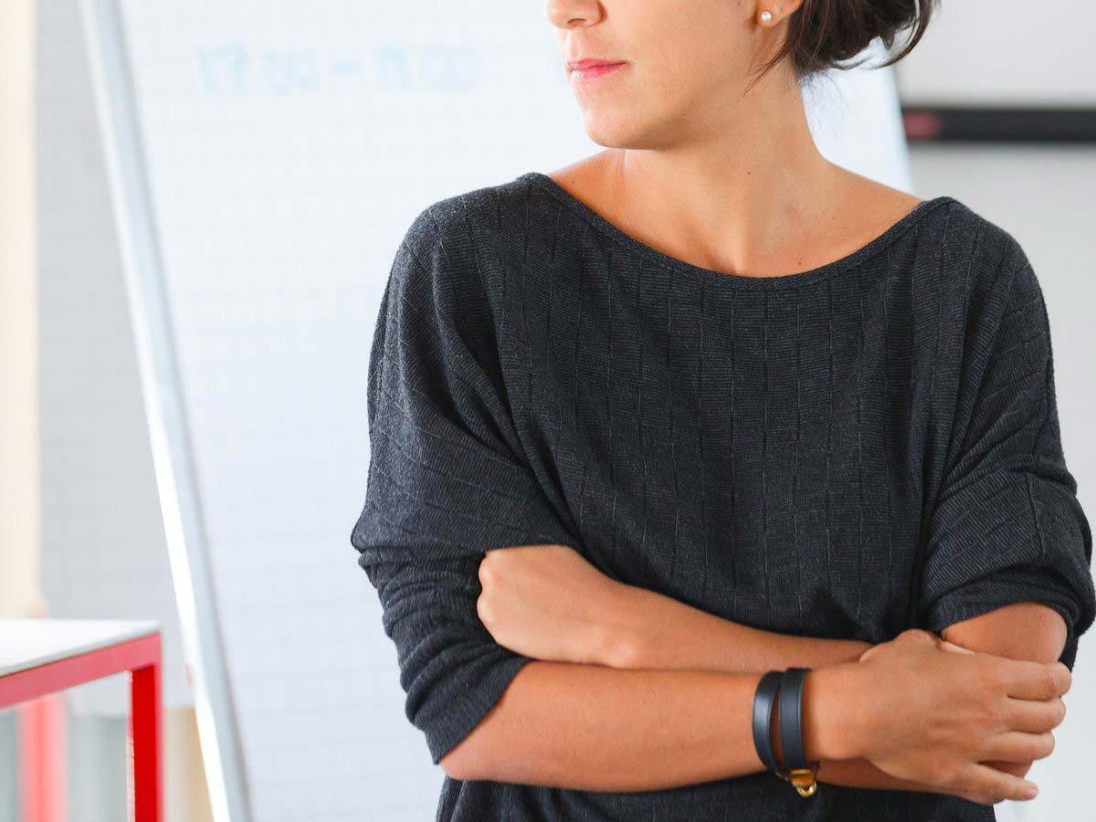 10 اشتباه خطرناک زبان بدن که افراد در مصاحبه شغلی مرتکب میشوند